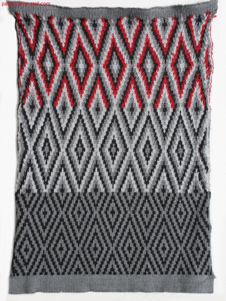 Multi-coloured jacquard fabric with float back / Mehrfarbiges Jacquardgestrick mit Flottr