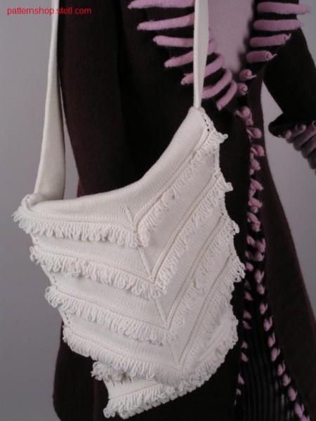 Handbag with pointelle structure and fringes / Handtasche mitPetinet und Fransen