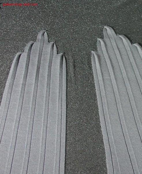 Skirtpiece with pleated intarsia area / Rockteil mit plissiertem Intarsiaeinsatz.