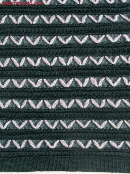 Swatch with horizontal stripe structure and ornamental stitches / Musterausschnitt mit Strukturringeln und Zierstichen