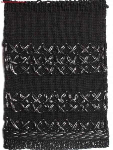 Swatch in jersey structure with ornamental stitches / Musterausschnitt in Rechts-Links Struktur mit Zierstichen