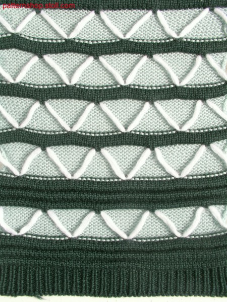 Striped swatch with wave structure / Geringelter Musterausschnitt mit Wellenstruktur