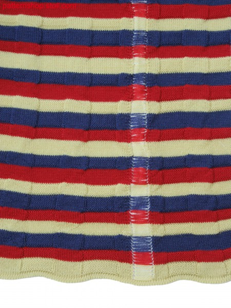 Knitted pattern in 3-color stripes with front & back jersey and a vertical intarsia stripe behind floats