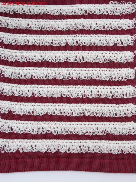 Knitted fabric in 2-color structure with fringes