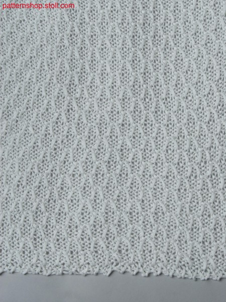 Knitted fabric with tuck structure