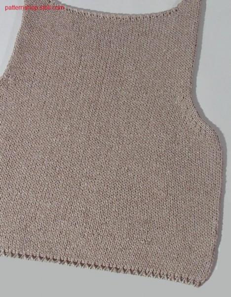 Fully Fashion jersey front part with linked off round neck / Fully Fashion Rechts-Links Vorderteil mit abgeketteltem Rundhalsausschnitt