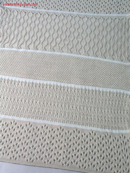 Jersey pattern with pointelle-tuck stitch structures / Rechts-Links Muster mit Petinet-, Fangstrukturen