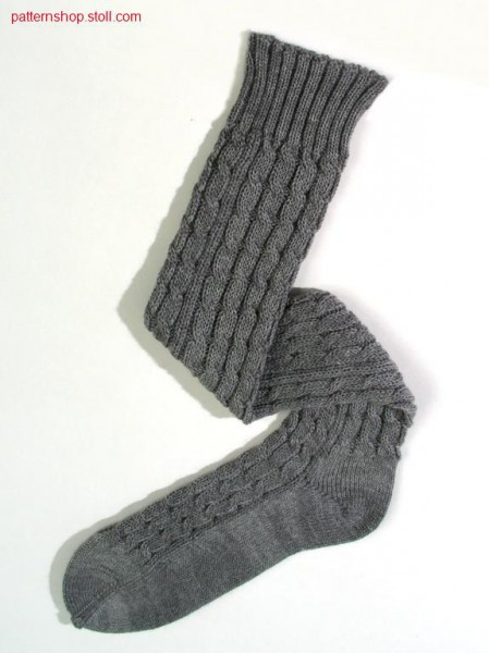 Knee-high sock with 2x2 cables / Kniestr