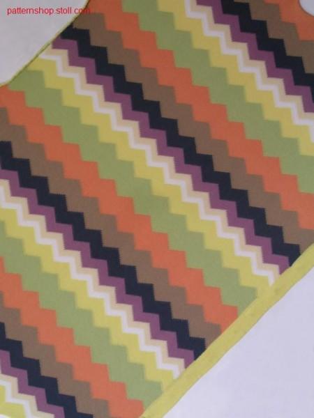 Intarsia pattern with 32 intarsia yarn carriers / Intarsiamuster mit 32 Intarsia Fadenf