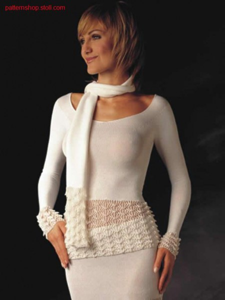 Pullover with crochet- look structures.