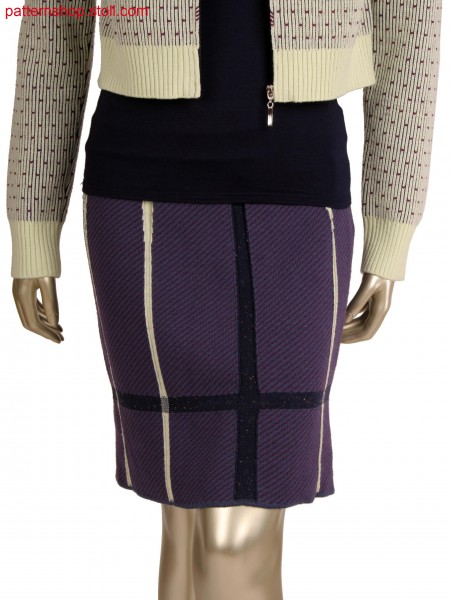 Fully fashion skirt in 2 colour net jacquard, intarsia with 28 yarn carriers, knitted in one piece