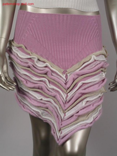 Skirt with wave-like applications / Rock mit wellenartigen Applikationen