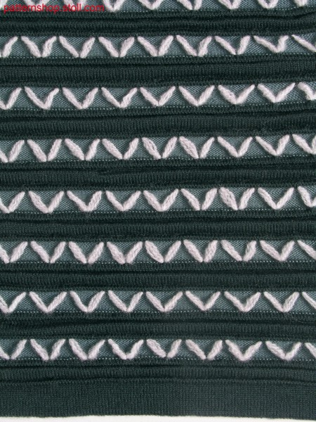 Swatch with horizontal stripe structure and ornamental stitches / Musterausschnitt mit Strukturringeln und Zierstichen