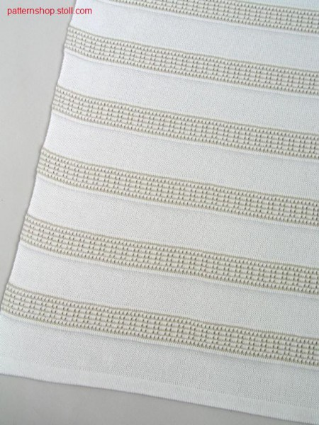 Halftubular with ringed naps structure / Halbschlauch mit geringelter Noppenstruktur