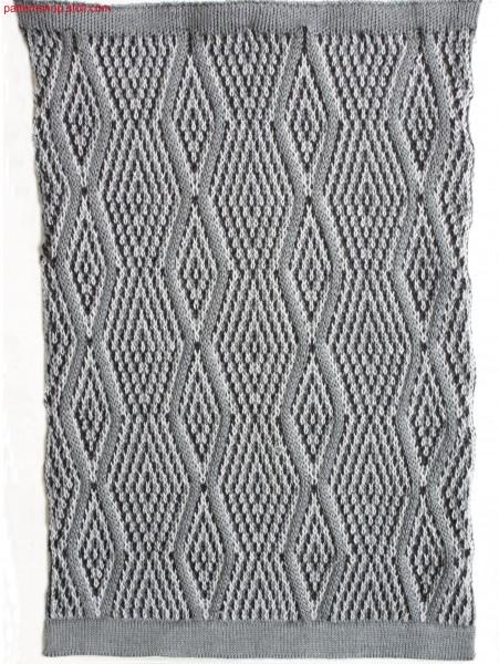 Multi-coloured float jacquard fabric with 3x1 needle aran / Mehrfarbiges Flott-Jacquardgestrick mit 3x1 Nadel Aran