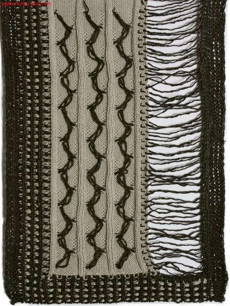 Rib structure with intarsia fancy stitches / Rippstruktur mit Intarsia-Zierstichen