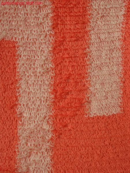 2-colored plush structure in intarsia optic