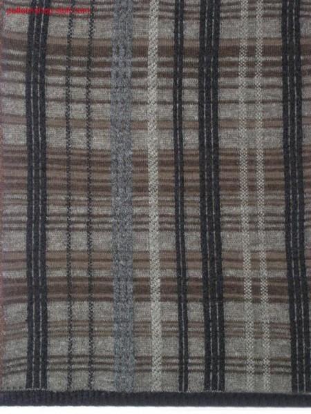 Tartan-intarsia pattern with 12 intarsia yarn carriers / Tartan-Intarsiamuster mit 12 Intarsia Fadenf