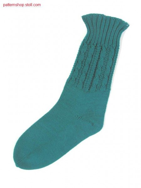 Sock with 2x2 cable, purl structure and jersey foot / Socke mit 2x2-Zopf, Links-Links Struktur und Fu